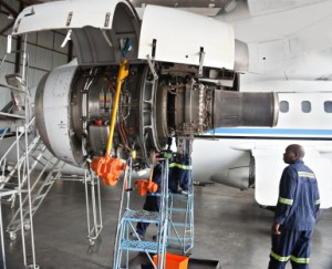 Career Guide for Aircraft Mechanics | Learnthat.com